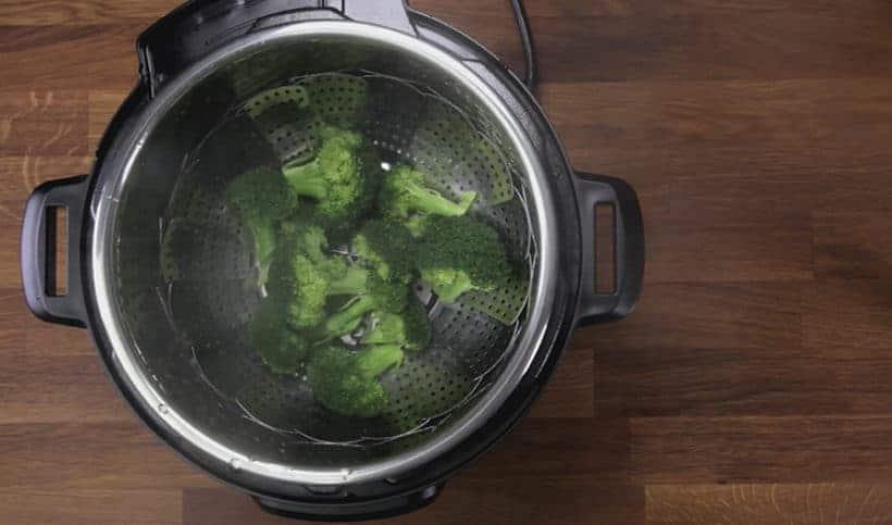 Instant Pot Broccoli Recipe: remove broccoli in Instant Pot immediately to prevent from overcooking #instantpot #pressurecooker #vegan #vegetarian #recipe #keto #paleo